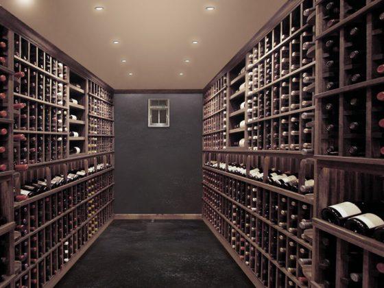Abri souterrain aménagé en cave à vin