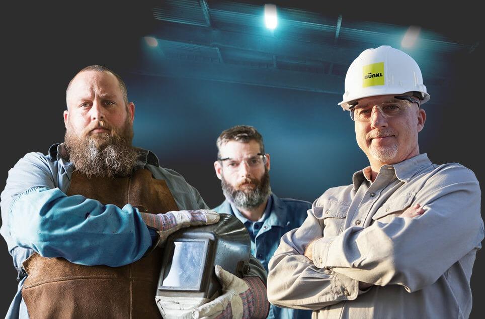 Ingénieur et ouvriers construction bunker abri souterrain